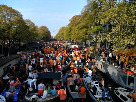 Queensday - Boats everywhere